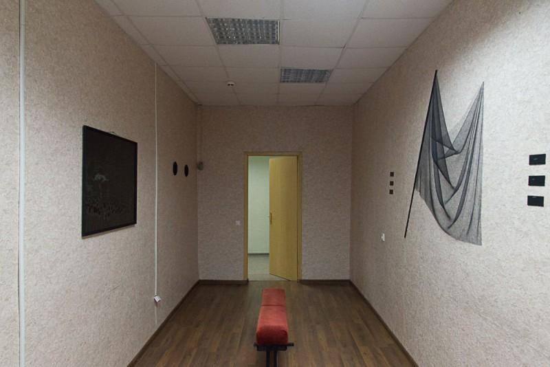 Аня Курбатова «контрреволюшн экшн». Бумага, тушь, перо, oracal, 2017