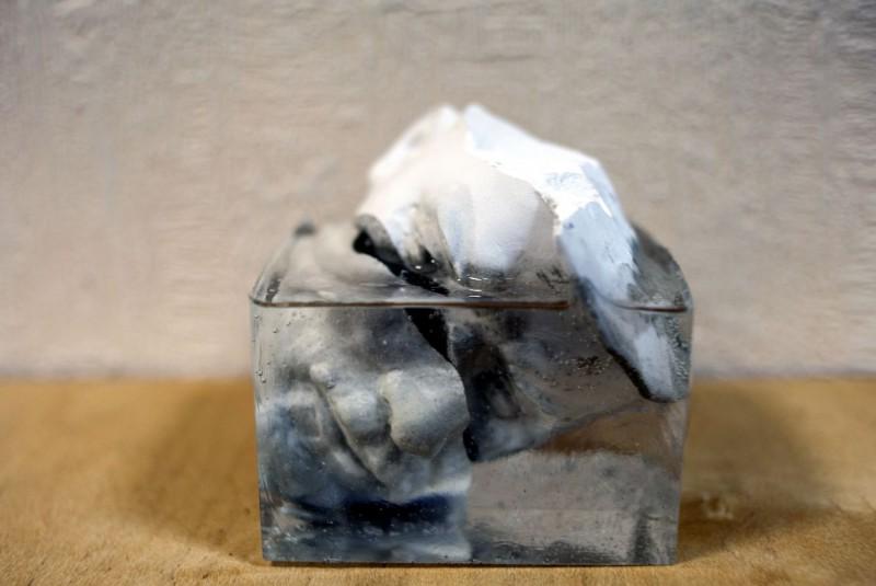 Елизавета Кравецкая » В центре несуществующей империи», акрил, гипс, 10х10 см, 2017